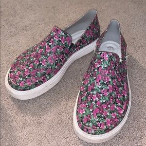 Sz 8/8.5 Gently used Floral crocs